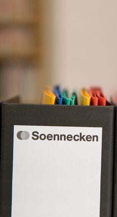Damit man den Überlick behält: Mappen und Ordner von Soennecken.