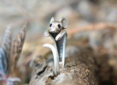 Mouse Ring Women's Girl's Retro Burnished Rat Animal Ring Jewelry Adjustable Free Size Wrap Ring Black Crystal gift idea on Etsy, € Tiny Stud Earrings, Simple Earrings, Cute Earrings, Antique Gold Rings, Vintage Rings, Vintage Silver, Antique Silver, Animal Rings, Crystal Gifts