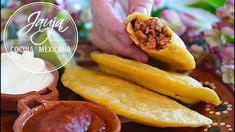 Quesadillas, Mexican Dishes, Hot Dog Buns, Cucumber, Food To Make, Tacos, Food And Drink, Bread, Cooking