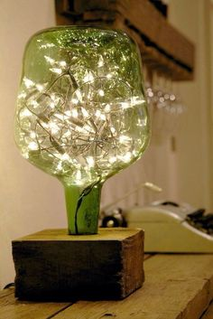 23 Ingenious ideas for transforming old glass bottles into extravagant lamps - DIY und Selbermachen - Welcome Crafts Old Glass Bottles, Bottles And Jars, Liquor Bottles, Patron Bottles, Wine Glass, Wine Bottle Crafts, Bottle Art, Creation Deco, Bottle Lights