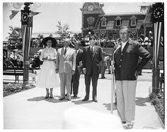 Old Disney, Disney Magic, Disney Ideas, Disneyland Opening Day, Art Linkletter, Tom Simpson, Buddy Ebsen, Walter Elias Disney, Sleeping Beauty Castle
