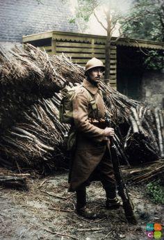 Frédéric /     Portrait, Soldat Belge  Un soldat belge anonyme prend la pose …      Tags: 1916, Belge, Portrait