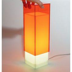 Condom orange - Lampada da comodino o da tavolo dal design moderno in plexiglass colorato #design #designtrasparente #plexiglass #lampade