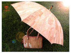 Guarda-chuva em cortiça natural com interior e bolsa Telde. Saiba mais em www.najha.com