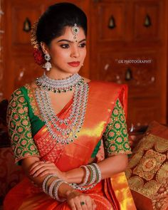 Incredible Jewellery Ideas To Wear With Red Bridal Silk Saree Bridal Sarees South Indian, Indian Bridal Outfits, Indian Bridal Fashion, Bridal Silk Saree, Wedding Saree Blouse Designs, Pattu Saree Blouse Designs, Fancy Blouse Designs, Saree Jewellery, Diamond Jewellery