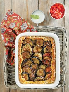 A luscious layer of juicy beef mince along with sweet eggplants in puff pastry are baked together until golden perfection. The creamy yogurt sauce on top is a must! Yogurt Sauce, Moussaka, Greek Recipes, Kung Pao Chicken, Zucchini, Food Porn, Rolls, Appetizers, Beef
