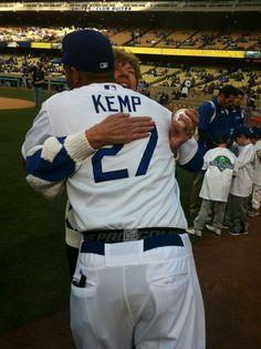 @Dodgers organist Nacy Bea gave Kemp (2 HR) this hug before tonight's game