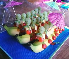 Snacks Salate # # - Kindergeburtstag - You are in the right place Healthy Halloween Treats, Halloween Snacks, Snacks To Make, Healthy Snacks For Kids, Holiday Snacks, Party Snacks, Best Fruits, Healthy Fruits, Apple And Peanut Butter