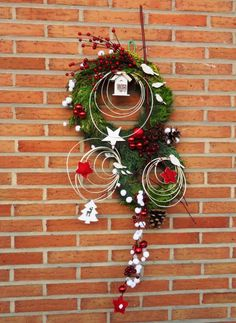 couronne de noel                                                       … Noel Christmas, Winter Christmas, Christmas Ornaments, Outside Decorations, Xmas Decorations, Art Floral Noel, Holiday Crafts, Holiday Decor, Xmas Wreaths