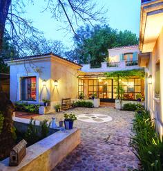 Le plus récent Coût -Gratuit mediterranean Style Architectural Concepts House Design, Mediterranean Homes, House Styles, Exterior Design, Mediterranean Home, Home, Courtyard House, House Exterior, Patio Interior