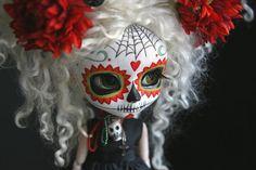 postcard featuring Pullips painted as flowery skulls for Dia de los Muertos