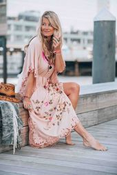 The most beautiful embroidered bohemian maxi dress you will want for this summer. Beautiful floral details and the most amazing pink color. Source by Maxi Dresses Gypsy Style, Bohemian Style, Ibiza Style, Bohemian Skirt, Boho Hippie, Hippie Style, Boho Chic, Ibiza Fashion, Gypsy Fashion