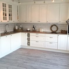 – - Cheap Kitchen Cabinets Tips Rustic Kitchen Decor, Home Decor Kitchen, Interior Design Kitchen, Country Kitchen, Kitchen Dining, Cheap Kitchen Cabinets, Kitchen Counters, Island Kitchen, Updated Kitchen