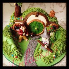 The Hobbits house cake  Cake by Jemlewkascupcakes1