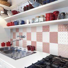 Selection 20x20cm Red on White; White on White