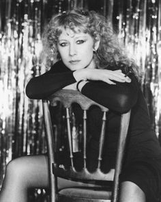 Helen Mirren young photos best and new movies tv shows early acting career body measurements height weight hair color. Helen Mirren Age, Dame Helen, Isabelle Huppert, Elisabeth, British Actresses, Bikini Photos, Height And Weight, Film, Pop Culture