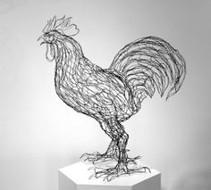 I love the curvature of the wire in this sculpture. The talons of the rooster are also beautifully rendered. Chicken Wire Art, Chicken Wire Sculpture, Chicken Wire Crafts, Sculpture Metal, Sculptures Sur Fil, Sculptures Papier, Animal Sculptures, High School Art, Middle School Art