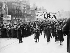 April Crowds march through the streets of Dublin to commerate the Easter Rising, the armed uprising of Irish nationalists against British rule in Ireland. Joining The British Army, Northern Ireland Troubles, Irish Republican Army, Irish Catholic, Europe Continent, Dublin Ireland, Ireland 1916, Ireland Map, Ireland Travel