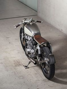 caferacerpasion:   Awesome bike! Honda CB 450 K5...
