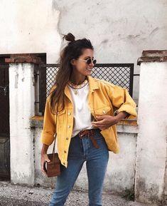It-Girl - blusa-branca-jaqueta-amarela-calça-jeans - jaqueta-amarela - inverno - street style Look Fashion, Autumn Fashion, 90s Fashion, Fashion Online, Fashion Women, School Fashion, Spring Fashion, Fashion 2018, Fashion Clothes