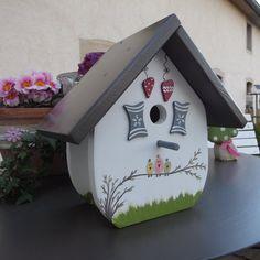 Wunderschönes Vogelhaus Nistkasten für Ihren Ga... von elas Vogelhäuschen auf DaWanda.com