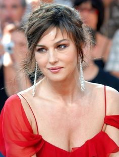 Monica Bellucci is very successful supermodel turned actor. Keep reading to know Monica Bellucci Beauty tips, makeup, Hair, skin, Diet and fitness secrets which she opens up with. Monica Bellucci Photo, Monica Belluci, Monica Bellucci Makeup, Beautiful Celebrities, Most Beautiful Women, Beauty Secrets, Beauty Hacks, Beauty Tips, Italian Actress