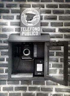 El primer teléfono publico de España se instalo en Madrid en 1928 en el Viena Park de El Retiro.