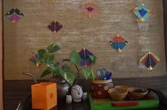 An ordinary mat got a facelift when it joined hands with a bunch of colourful kites. Isn't the end result beautiful? Gypsy Home Decor, Ethnic Home Decor, Indian Home Decor, Bohemian Decor, Diy Home Decor, Indian Home Interior, Indian Interiors, Kite Decoration, House Decorations