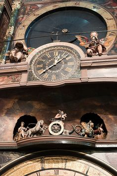 The astronomical clock in Strasbourg Cathedral The angels sound the quarter hours and inevitably turn the hourglass of time slipping away. Below, the days of the week. Vintage Architecture, Sacred Architecture, Cool Clocks, Unusual Clocks, Sistema Solar, Strasbourg Cathedral, Steampunk Clock, Clock Art, Time Clock