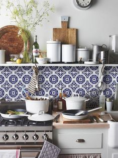 Kitchen and Bathroom Splashback - Removable Vinyl Wallpaper - Hamra Beige - Peel & Stick Bathroom Splashback, Kitchen Backsplash, Kitchen Cabinets, Dark Cabinets, Cupboards, Kitchen Sink, Vinyl Wallpaper, Dark Wallpaper, Bathroom Wallpaper