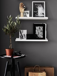 Indoor Plants | Picture Shelf | Dark Grey Wall | Hitta hem: Hemma i Laduviken