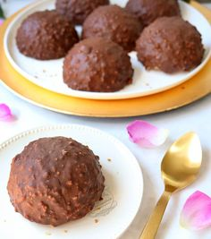recette entremets glaçage rocher Ferrero Rocher, Parfait, Yummy Eats, Yummy Food, Desserts Printemps, Cake Recipes From Scratch, Homemade Cake Recipes, Chocolate Treats, Food Cakes