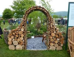 woodpile art - this is too cool but I doubt my boys will stack our's like this for me.. ha