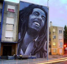 STREET ART - After a few days of work Odeith just wrapped up a giant tribute to Bob Marley somewhere on the streets of Quinta do Mocho in Portugal. Portuguese street artist generally Odeith produces mind blowing anamorphic graffiti artworks, creating the illusion 3D pop-out letters. He took a new direction with this beautiful monochrome portrait of the legendary Bob Marley. One Love!