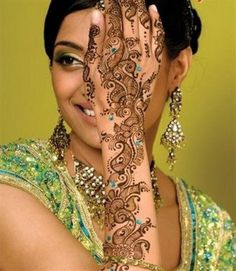 40 Simple and Awesome Mehndi Designs 2014 for Hands. #mehndidesigns, #mehnditattoos, #henna, #mehndi2014