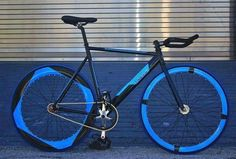 Fixie-this would drive people nuts! Fixi Bike, Bike Art, Bicycle Paint Job, Bicycle Painting, Velo Design, Bicycle Design, Cool Bicycles, Cool Bikes, Bici Fixed
