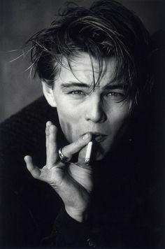 Smoking is unattractive. Leonardo DiCaprio smoking is debatable. Beautiful Boys, Beautiful People, Foto Top, Young Leonardo Dicaprio, Leonardo Dicaprio Smoking, Johny Depp, Hot Boys, Pretty People, Black And White