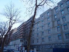 L'immeuble+du+bout+de+la+rue+:+L'immeuble+du+bout+de+la+rue+commence+à+prendre+tournure.+Je+pense+que+je+le+verrai+construit,+rien+n'a+changé+depuis+janvier.+ C'est+curieux+cette+sensation,+renouvelée,+d'avoir+déménagé+sur+place+tant+le+quartier+change+et+a+déjà+changé. Un+déjeuner+est+reporté+(pour+une+raison+assez+glamour,+pas+de+mon+fait)+;+une+rencontre+a+lieu+avec+le+réalisateur+...