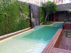 Las nuevas piscinas ya no son profundas y cuentan con distintos accesorios.