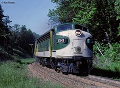 """The """"Queen & Crescent Limited"""" was a short-lived, all-Pullman Southern train inaugurated in the to serve Cincinnati and New Orleans. Southern Trains, Southern Railways, Asheville, Cincinnati, New Orleans, Badass, Queen, Travel, Vintage"""