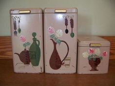 We have a cannister set like this ,but they are round & there are 4 pc. @ the green apple