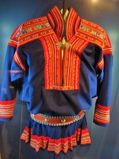 The traditional costume worn by Sámis is called gákti or kolt Finland Folklore, Performance Kunst, Folk Costume, Costumes, Kola Peninsula, Lappland, My Heritage, Traditional Dresses, Designs To Draw