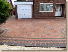 Step-by-step diagrams and photographs illustrating how block paving should be laid Clay Pavers, Concrete Pavers, Concrete Blocks, Laying Block Paving, Block Paving Driveway, Site Layout Plan, Construction Drawings, Brick Flooring, Brick Patios