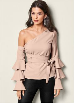Front view Ruffle Off The Shoulder Top Sexy Outfits, Night Outfits, Trendy Outfits, Fall Outfits, Fashion Outfits, Womens Fashion, Fashion 2018, Formal Tops, Look Fashion