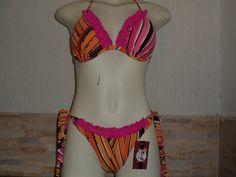 O Ripple é sempre um sucesso entre as mulheres, pois tem um tipo de costura que favorece a silhueta e garante um bumbum super desenhado. <br> <br>bikini ripple com costura no bumbum <br>forrado <br>material usado <br> <br>suplex <br> <br>Tamanho p,M,g,gg