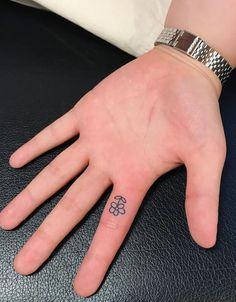 Dainty Tattoos, Mini Tattoos, Small Tattoos, Dream Tattoos, Tan Tattoo, Piercing Tattoo, Funny Tattoos, Cute Tattoos, Tatoos