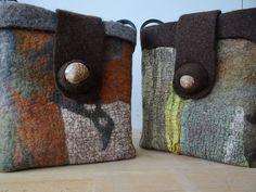 feltbags by Sibylle Werner Felt Phone Cases, Felt Pillow, Felt Purse, Textiles, Art Bag, Unique Purses, Bag Patterns To Sew, Quilted Bag, Handmade Felt