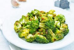 Forget boring old broccoli – the garlic drizzle makes this Paleo recipe sizzle! If you've got a picky eater who usually turns down broccoli, try this. Roasted Broccoli Recipe, Steamed Broccoli, Broccoli Recipes, Paleo Recipes, 17 Day Diet, Paleo Side Dishes, Fruit Shop, Stuffed Peppers, Meals