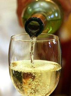 Pinot Grigio wine - my favorite! Pouring Wine, Wine Vineyards, Wine Wednesday, Wine O Clock, Wine Cheese, In Vino Veritas, Wine Time, Food 52, Wine Tasting