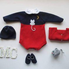 """231 curtidas, 2 comentários - mariacarapim@gmail.com (@maria_carapim) no Instagram: """"Bom Dia, Bom Feriado 😍 . Conjuntinho gatinho Maria Carapim🐱🐈🐱🐈. Fazemos em lã anti-alérgica ou em…"""" Diy Crafts Knitting, Knitting For Kids, Baby Knitting, Knitted Baby Cardigan, Knitted Baby Clothes, Fashion Kids, Crochet Playsuits, Pull Bebe, Newborn Outfits"""